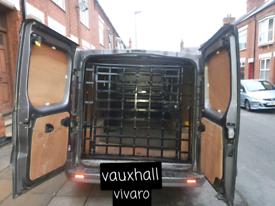 Mundy van security/cages