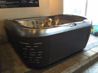 JACUZZI ANCASTER - FLOOR MODEL CLEARANCE - J585 - SAVE 1000'S!