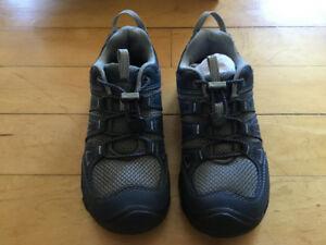 Brand new boys Keen shoes size 2