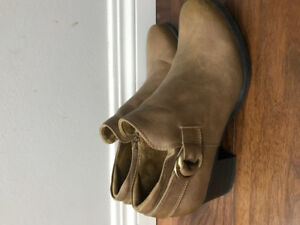 Ladies like new leather booties size 8
