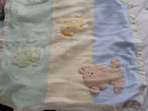 Carter's Cute baby blanket - barely used