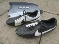 Nike Tiempo Soccer Shoes -men's size 11