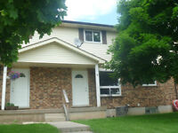 Beautiful 2 bedroom Townhouse in Homedale-Available July 1