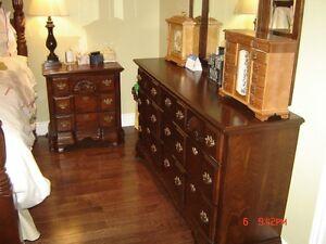 4 Post Cherry Bedroom Set de Chambre 4 Colone Cerisier de Luxe West Island Greater Montréal image 2