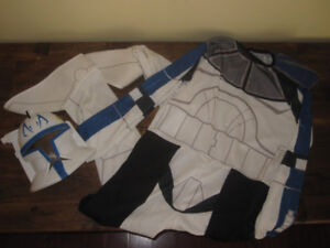Kids Star War costume size Large with Mask
