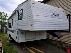 1996 Terry 28' fifthwheel camper