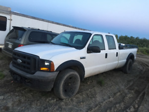 2005 Ford F-350 Crew Cab - 8ft bed.