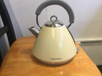 Cream Morphy Richards Electric cordless kettle