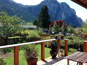 2-Bedroom Spacious Furnished House (Squamish)