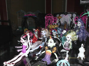 Monster High - 14 dolls and accessories Gatineau Ottawa / Gatineau Area image 2