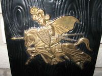 UNIQUE ANTIQUE KNIGHT ON A HORSE WALL BRASS PLACK