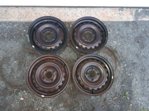 "15"" steel wheels 4x4.5 from a 1996 Nissan Altima"