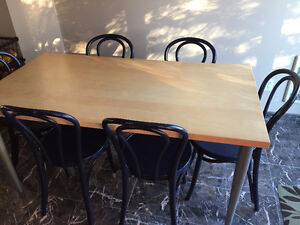 Table de cuisine et 6 chaises IKEA *** EXCELLENTE CONDITION ***