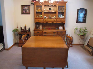 Dinning Room Hutch & Table For Sale