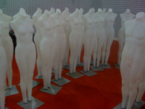 MANNEQUINS NEW-USED SHOWCASES GARMENT HANGERS