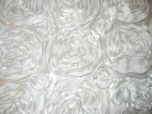 BEAUTIFUL RIBBON ROSES TABLECLOTH