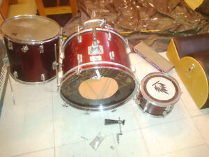 Baxter Drum Set 4 piece (fixer-upper) Gatineau Ottawa / Gatineau Area image 1