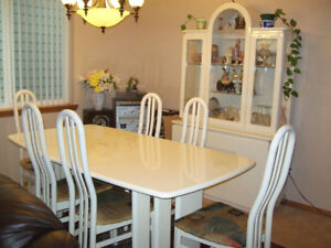 Dining Room - Extendable Dining Table - Buffet
