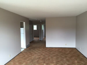 4 Bedroom house: big lawn, covered parking and central A/C