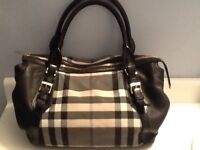 Burberry beat bag/ sac  large black and white with leather