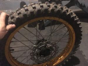 roue et pneu avant gio 250 x31 !!! ou autre ! ou mxr 17 pouce