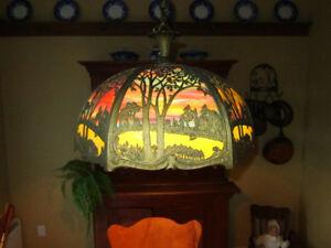 Belle lampe en vitrail antique