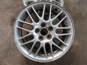 4  16 inch mag rims 5 x 100 were on GM vehicule