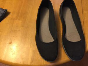 clarks slippers for sale like new $15