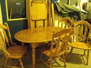 Dining room table & chairs Stratford Kitchener Area image 1