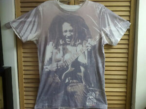 Medium T-Shirt Bob Marley Playing Guitar