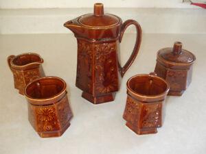 Vintage Coffee Pot/cream/sugar/mugs