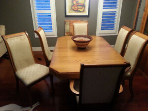 Extendable table set + Wood showcase! London Ontario image 4