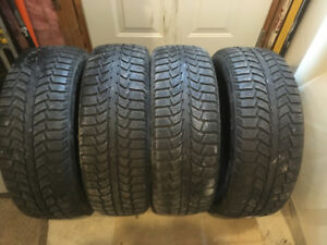 195/65R15 Uniroyal Tiger Paw Ice and Snow