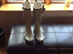 Ladies Rubber Boots Sz 10 & Winter Boots Sz 9 & Girls Bogs Sz 2