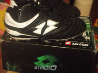 Soccer Shoes Junior Punto flex ( black & white)  and Knee pads
