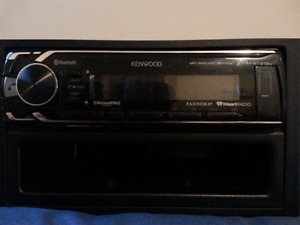 $100 obo Kenwood aftermarket car stereo with Bluetooth/usb/aux