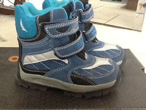 BOYS SIZE 10 boots London Ontario image 2