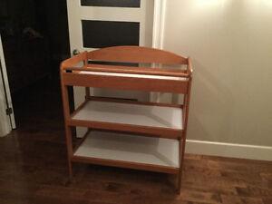 Couchette - matelas - table à langer
