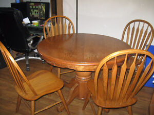 Beautiful solid oak pedestal table and 4 chairs