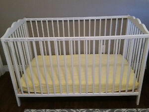 White crib/toddler bed and matress