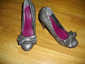 Guess Shoes - Size 6 (Barely worn)