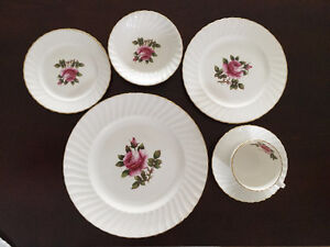 Vintage Northumbria Carleton Rose 48-piece English Bone China