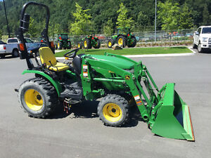 John Deere 2025R 4wd Tractor with Loader