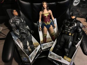 batman , wonder woman , cyborg 19 inch jakks figures $70.00