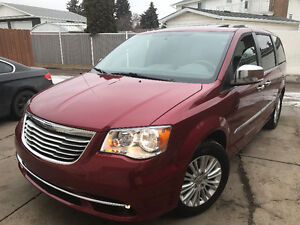 2013 Chrysler Town & Country Limited Minivan = FULLY LOADED