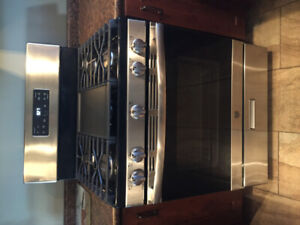 GAS STOVE - 6 MONTHS OLD -30 INCH