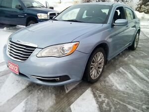 2012 Chrysler 200 PAY MONTHYL No Credit Check! CarLoan123.ca