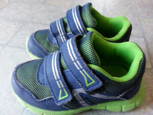 Shoes size 8 athletic works green blue good shape kids runners
