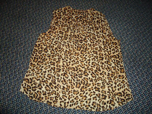 Ladies Size Large Cheetah Print Sleeveless Style Dress Shirt Kingston Kingston Area image 3