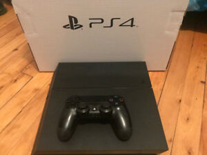 Playstation 4 comme neuve // PS4 console like new